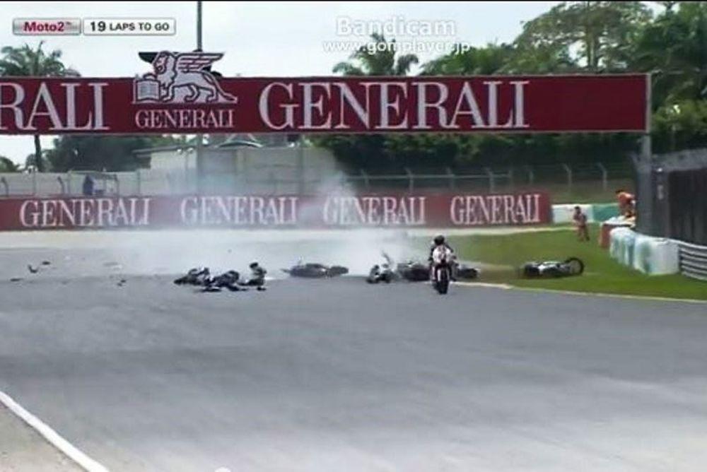 Τρομακτικό ατύχημα στο Moto2 (video)