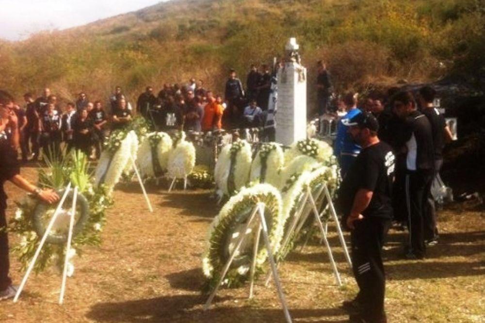 ΠΑΟΚ: Συγκίνηση στο μνημόσυνο στα Τέμπη