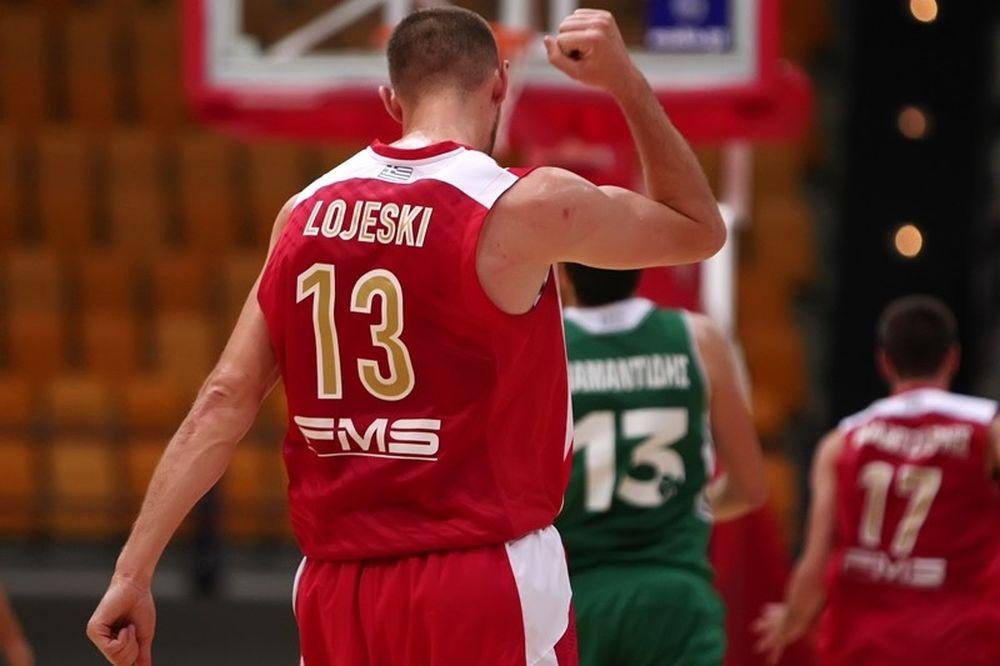 Ολυμπιακός: Ο Λοτζέσκι και οι... φανέλες (photo)