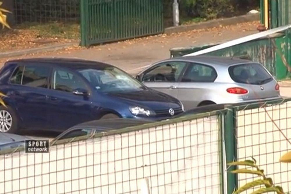 Ερυθρός Αστέρας: Οπαδοί κατέστρεψαν τα αυτοκίνητα των παικτών για τα... σαμπουάν (video)