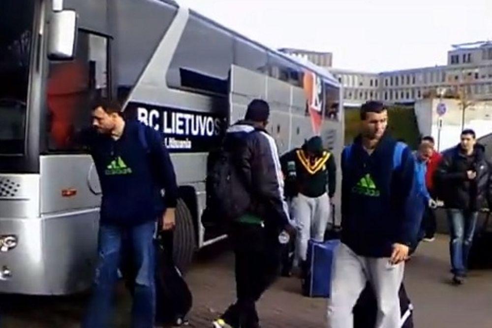 Παναθηναϊκός: Η άφιξη στο Βίλνιους (video)