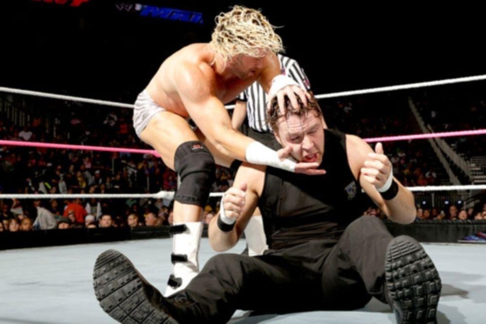 Main Event: Υπεράσπιση τίτλου για Ambrose (videos)