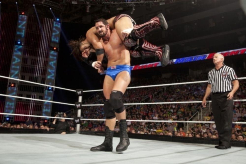 WWE: Πρόβλημα με… άδεια εργασίας ο Barrett