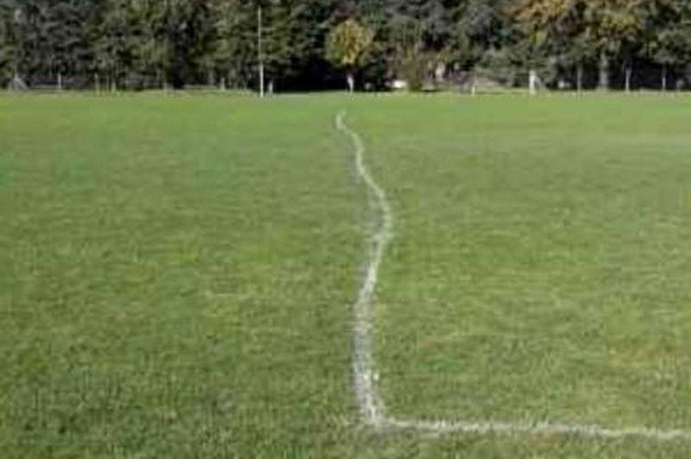 Ιρλανδία: Μεθυσμένες… γραμμές ποδοσφαιρικού γηπέδου (photo)