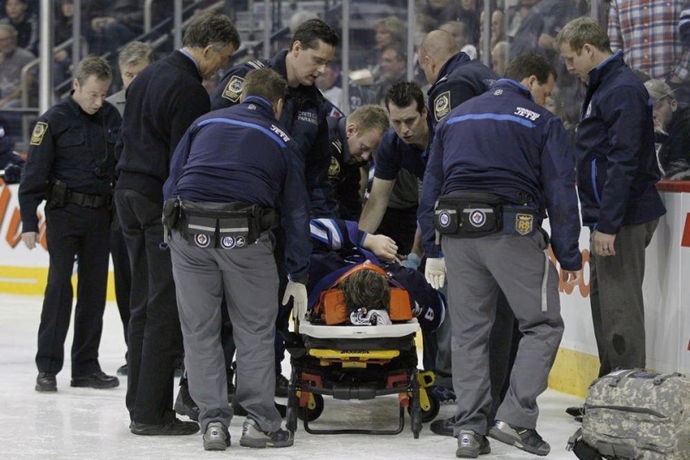 NHL: Τρομακτικός τραυματισμός του Trouba (videos)