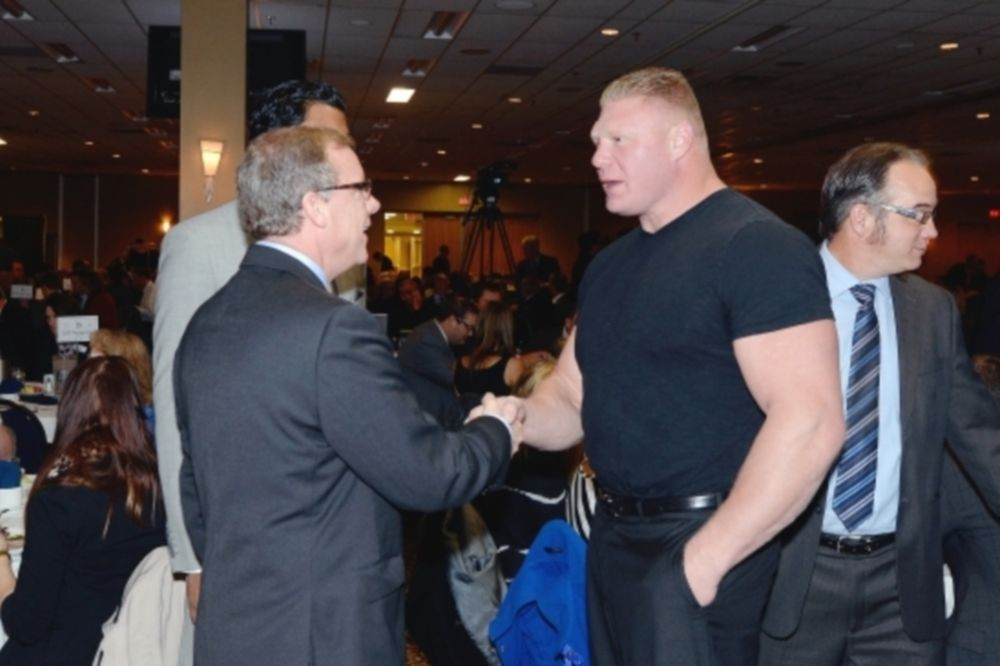 WWE: Καναδική υπηκοότητα θέλει ο Lesnar