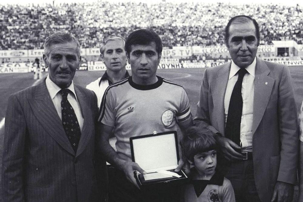 Παπαϊωάννου: «Σηματοδοτεί την ιστορία της ΑΕΚ ο Μπάρλος»