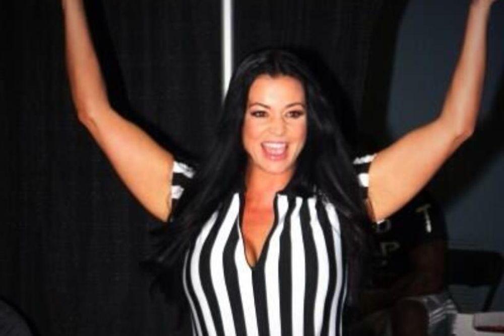 WWE: Εντυπωσιάζει ακόμα η Candice Michelle (photos)