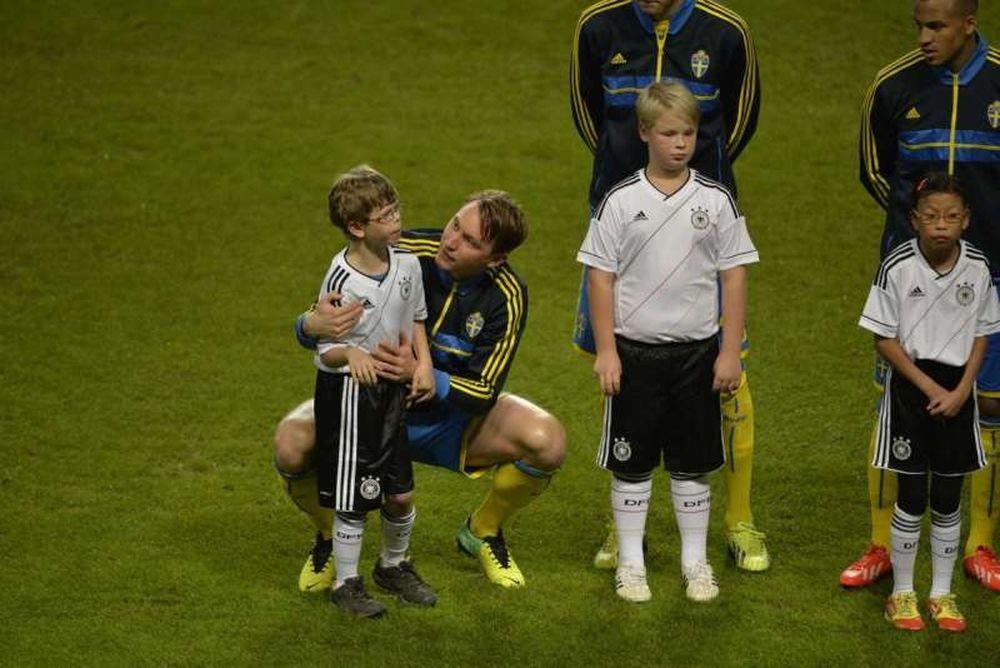 Σουηδία: Ο Κάλστρομ βοήθησε αυτιστικό παιδί να ξεπεράσει το φόβο του (photos)