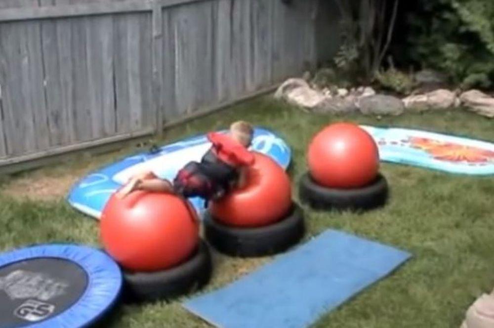 Τρελός μπαμπάς! Εφτιαξε Wipe Out για τα παιδιά του! (βίντεο)