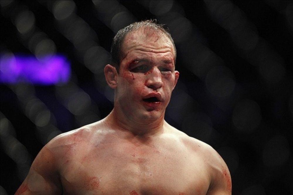 UFC: Ένδεκα ράμματα και… σπίτι ο Dos Santos
