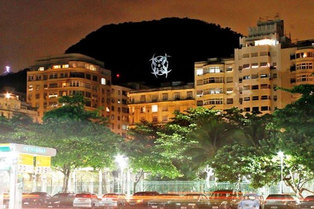 Μυστηριώδη σύμβολα στην Κοπακαμπάνα (photos)