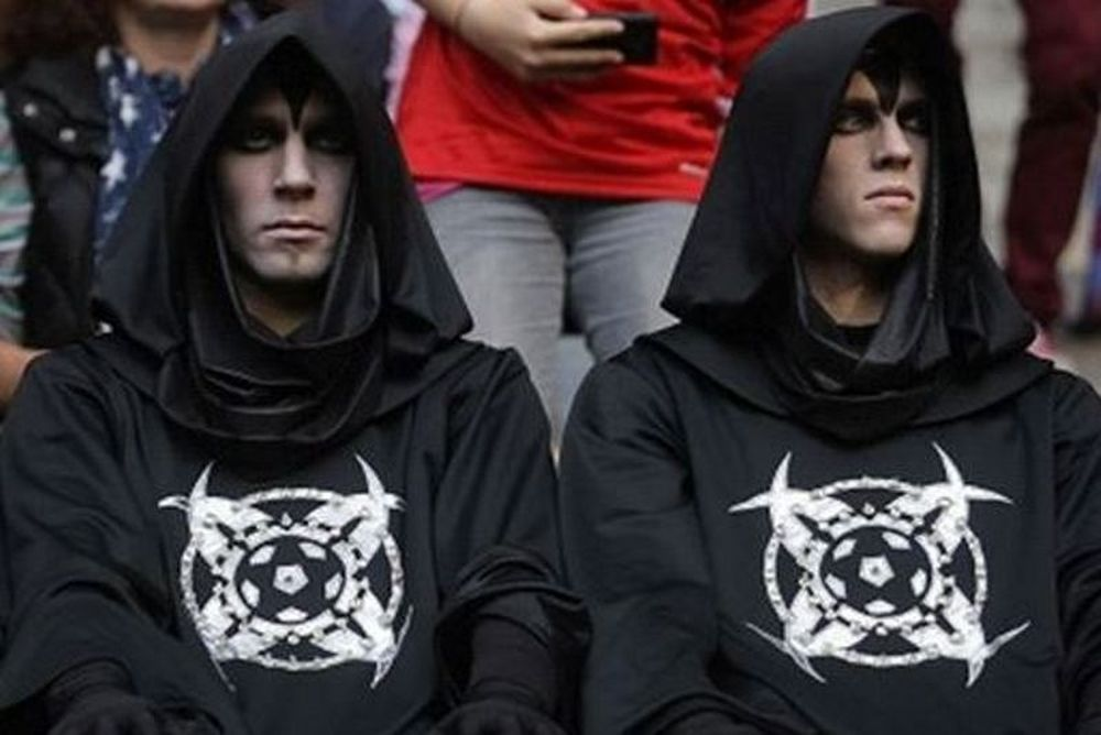 Δείτε βίντεο με τους... μαυροφορεμένους άνδρες του ποδοσφαίρου (photos+videos)