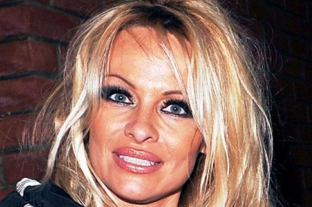 Pamela Anderson: Δείτε το νέο αγορίστικο κούρεμα της star!