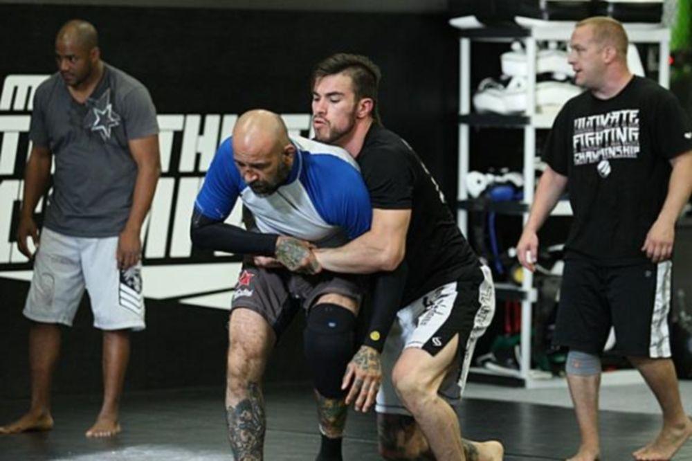 UFC: Διάλειμμα για Thatch