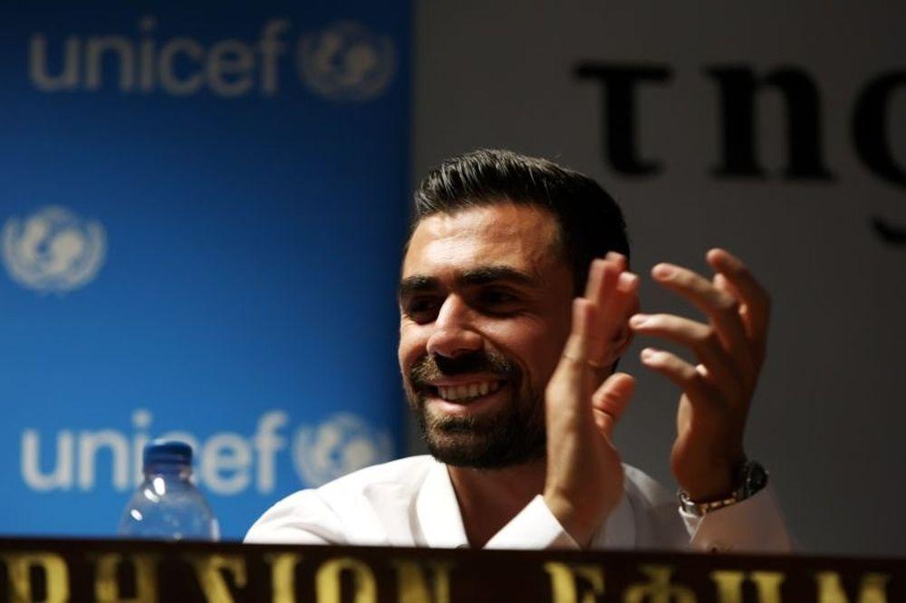 Μανιάτης: «Δίπλα στη UNICEF ο Ολυμπιακός» (photos)