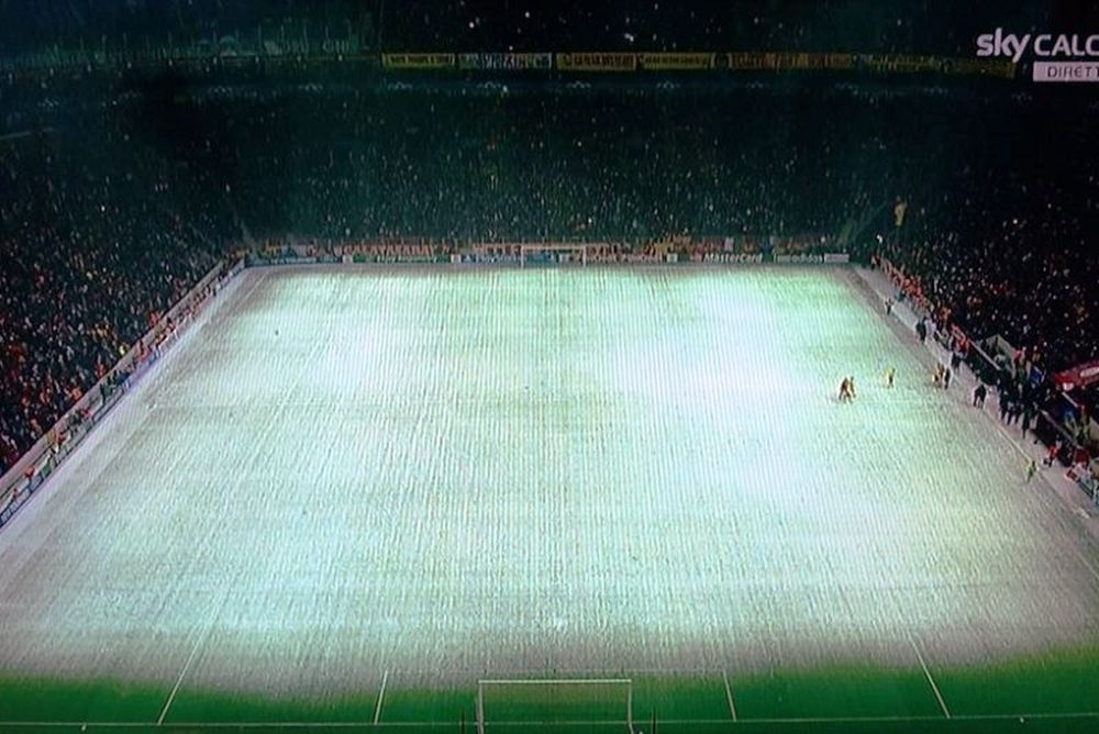 Champions League: Διακοπή στο Γαλατά – Γιουβέντους λόγω χιονιού