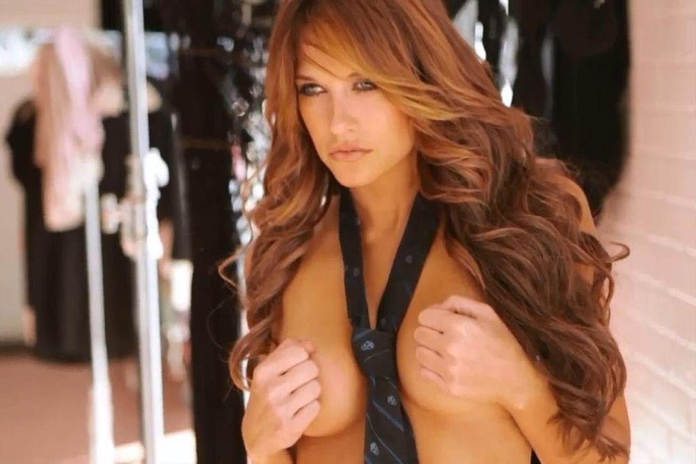 WWE: Ποια Kelly Kelly; Η Barbie Blank! (video+photos)