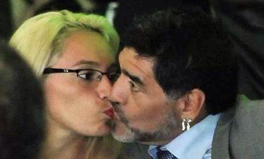 Το φιλί στο στόμα του Μαραντόνα (photo)