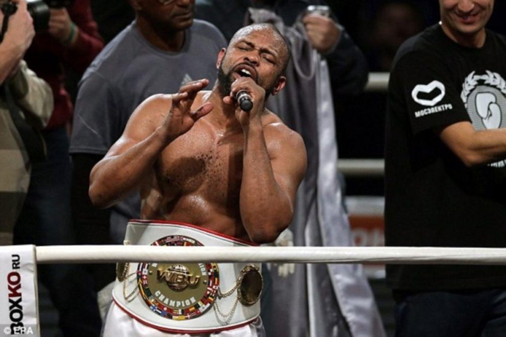 Μποξ: Πρωταθλητής ο 44χρονος Jones Jr. (videos)