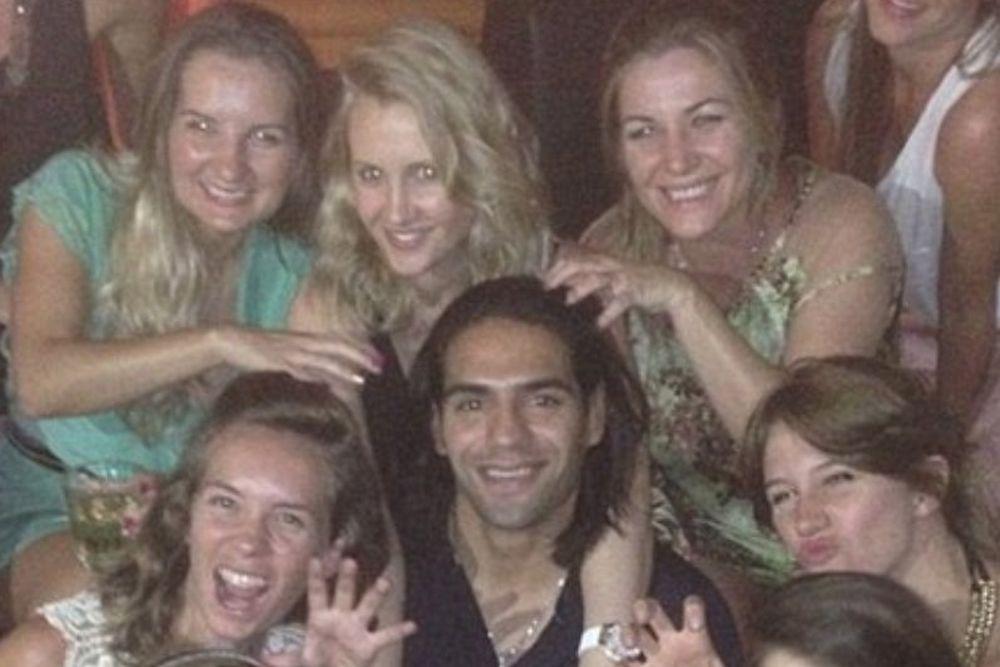 Μονακό: Τι κάνει γύρω από εννιά γυναίκες ο Φαλκάο; (photos+video)
