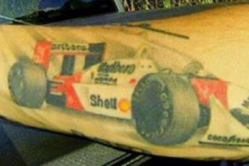 ΜακΛάρεν: Οπαδός έκανε τατουάζ το μονοθέσιο του Σένα (photo)