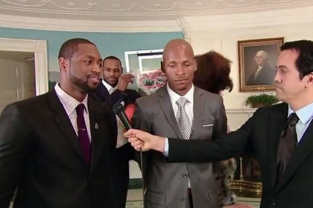 Μαϊάμι Χιτ: Κάρφωσε στην... πλάτη του Ουέιντ μέσω... Λεμπρόν η Ομπάμα! (video)