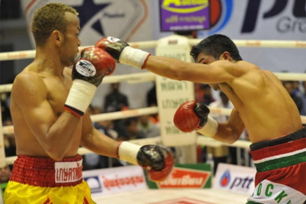 Μποξ: IBF Flyweight Champion o Ruenroeng (video)
