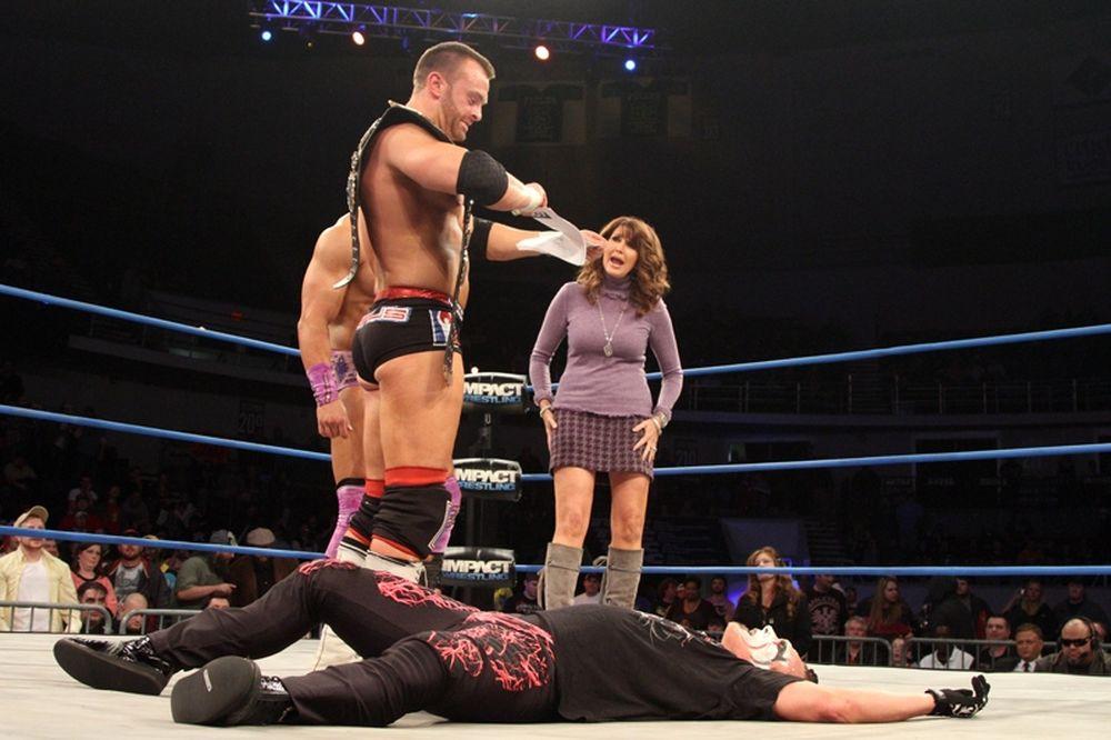 TNA Impact Wrestling: Κομμάτια το συμβόλαιο του Sting (photos+videos)