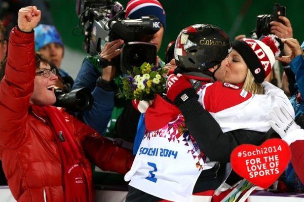 Χειμερινοί Ολυμπιακοί Αγώνες: Καυτά... ερωτικά φιλιά στο Σότσι! (photos+video)