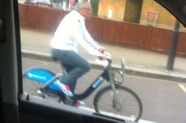 Φούλαμ: Να γιατί ο Μάγκατ κάνει ποδήλατο στο Λονδίνο! (photos+video)