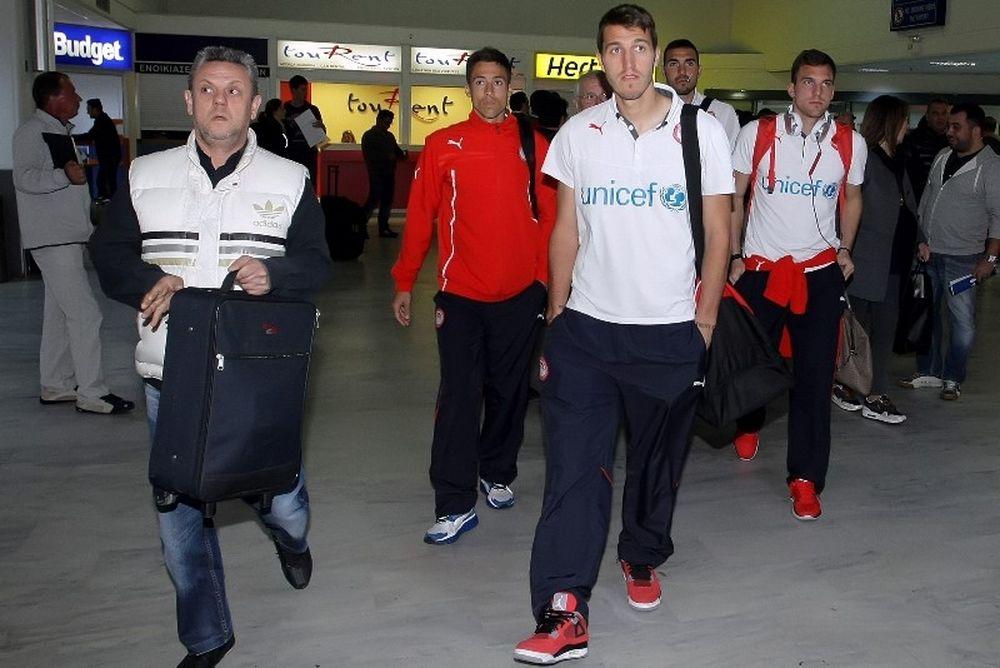Ολυμπιακός: Υποδοχή ηρώων στο Ηράκλειο (photos)