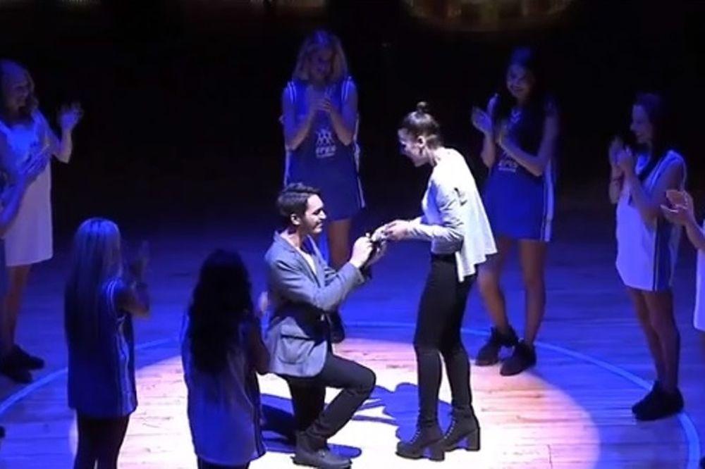 Ευρωλίγκα: Διπλή πρόταση γάμου! (video)