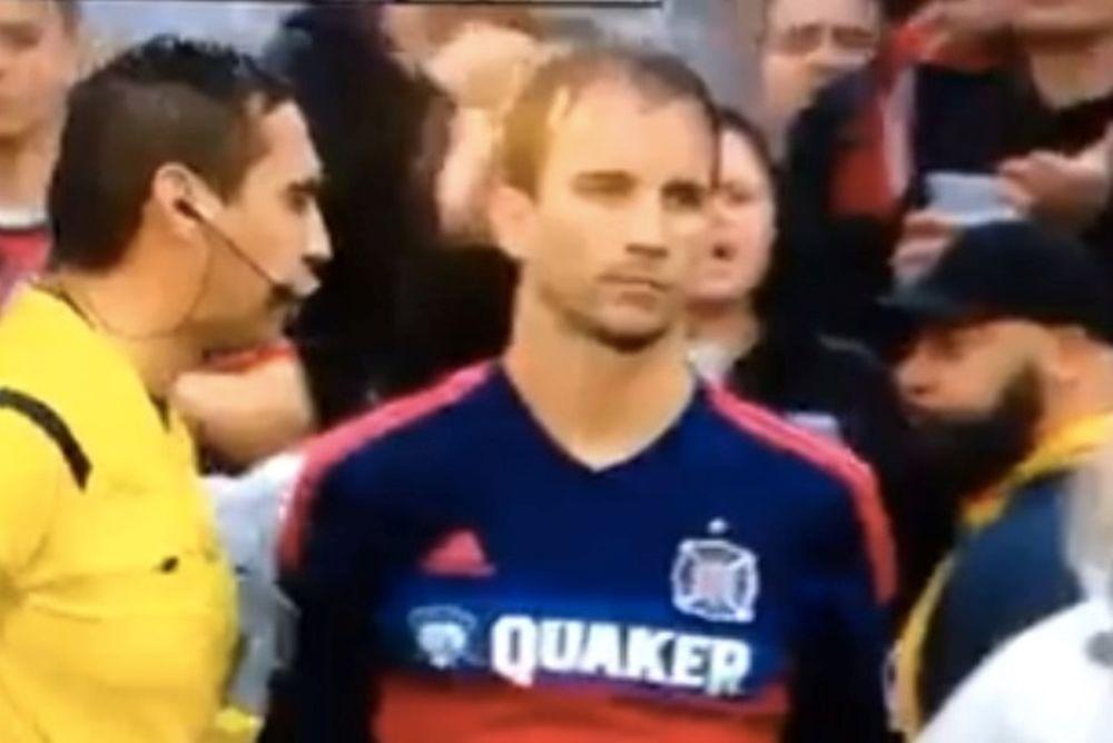 MLS: Διαιτητής την... έπεσε σε παίκτη (video)