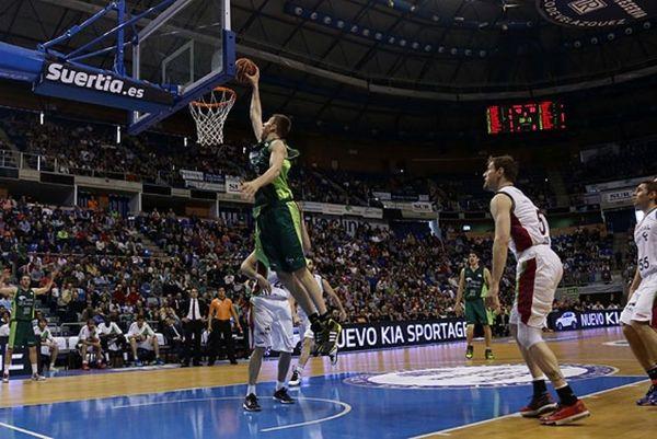 Ισπανία: Ρεάλ - Μπαρτσελόνα 3-1, αλλά... κορυφή η Μάλαγα! (video)