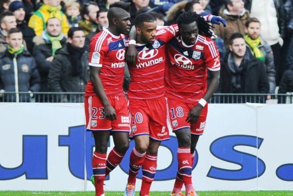 Διπλό ελπίδας για Λιόν, 2-1 τη Βαλενσιέν