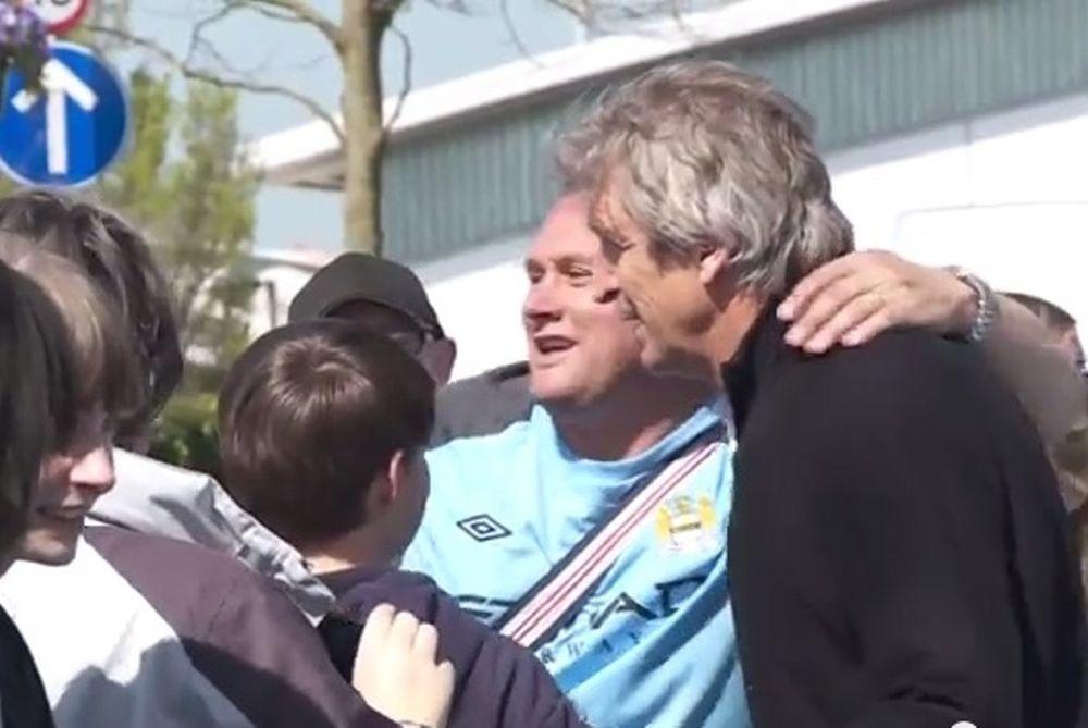 Μάντσεστερ Σίτι: Οπαδός φίλησε τον Πελεγκρίνι (video)
