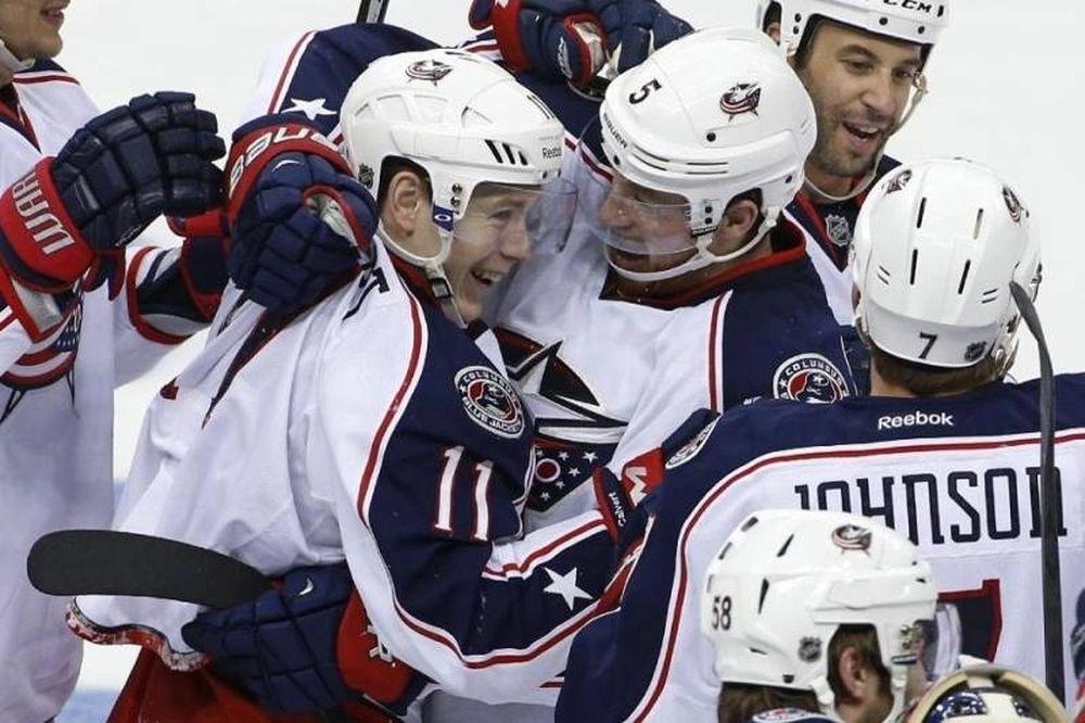 NHL: «Σπάσιμο» για Μπλου Τζάκετς (videos)
