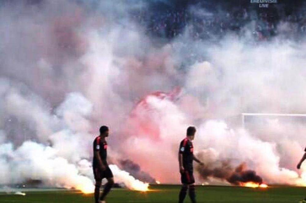 Τσβόλε – Άγιαξ: Διακοπή του τελικού λόγω… φωτοβολίδων (video)