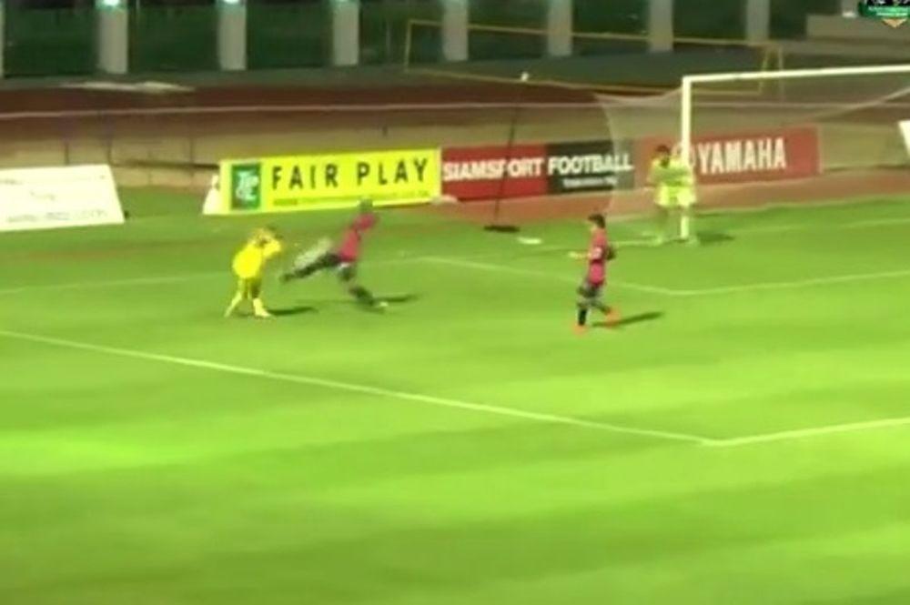 Ταϊλάνδη: Θεσπέσιο γκολ με ραμπόνα! (video)