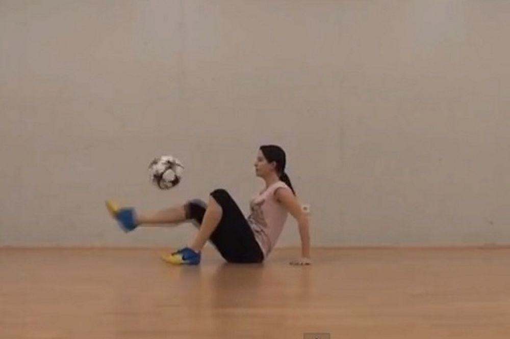Freestyle Football: Απίστευτα κόλπα από γυναίκα! (video)