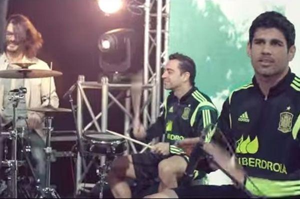 Ισπανία: Ντραμς ο Τσάβι στο τραγούδι για το Μουντιάλ! (video)