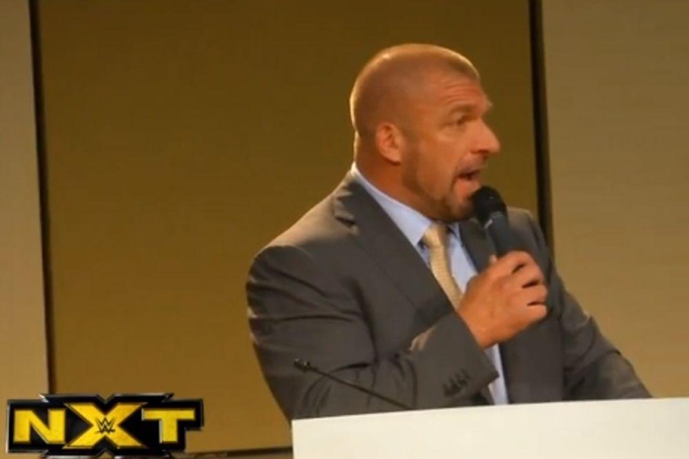 ΝΧT: Παρέμβαση Triple H (photos+videos)