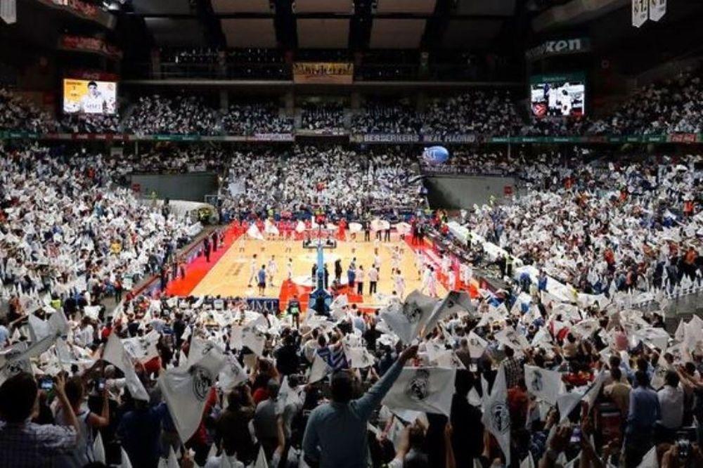 Ρεάλ Μαδρίτης: Κατάμεστο το «Palacio de Deportes» (videos)
