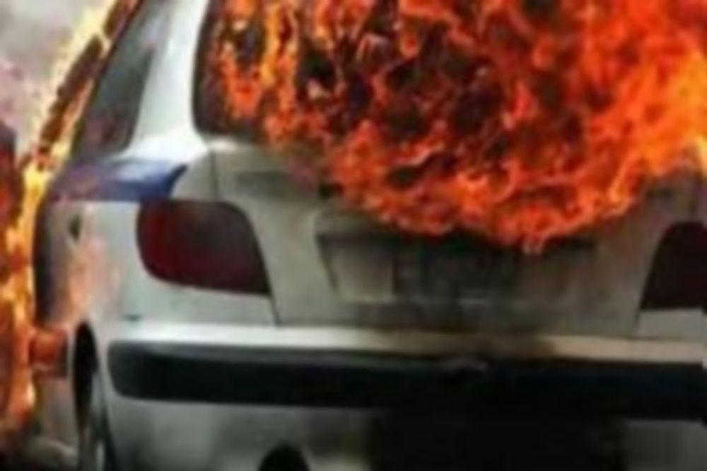 ΠΑΟΚ-Παναθηναϊκός: Στις φλόγες περιπολικό έξω από το ΟΑΚΑ!