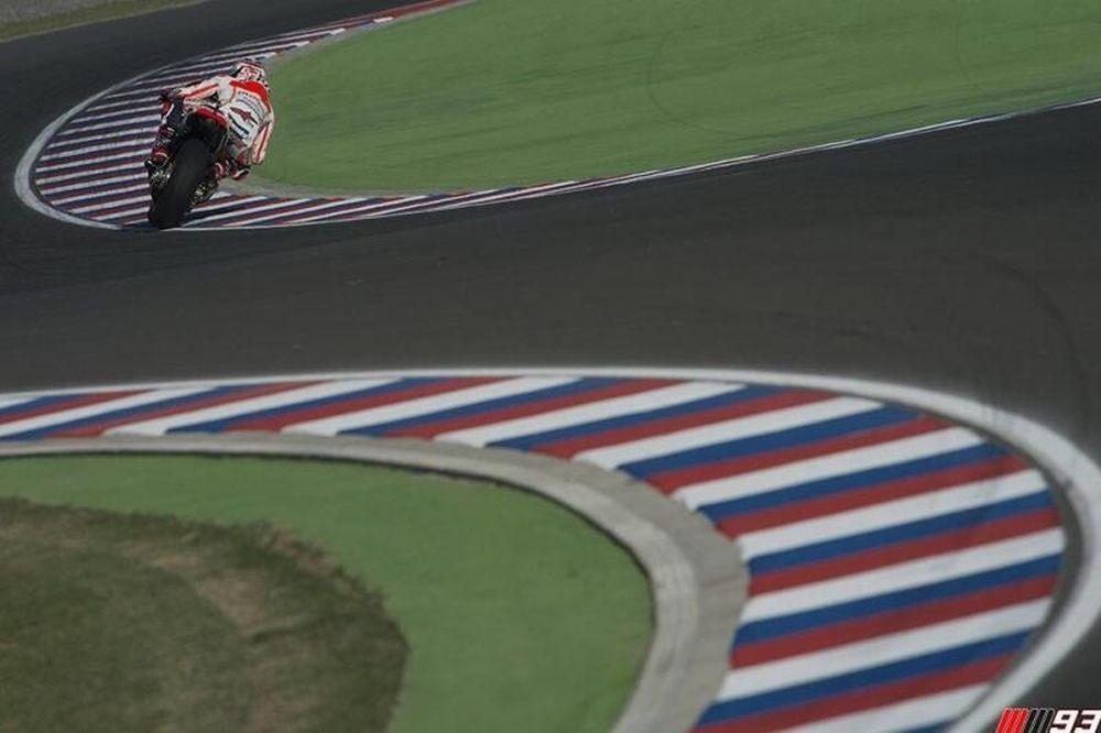 Moto GP: Χατ - τρικ... ο Μάρκεζ (videos)