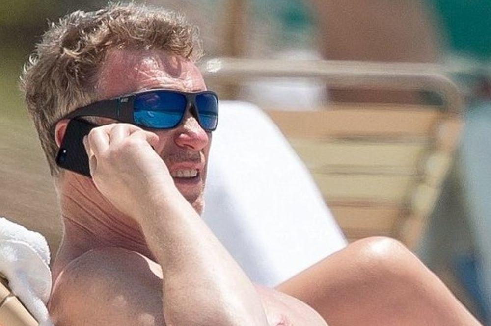 Ντέιβιντ Μόγιες: Λιάζει το κορμί του στην παραλία του Μαϊάμι (photos)
