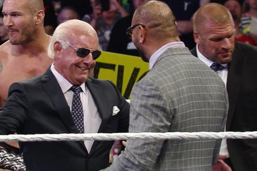 Raw: Στο πλευρό των Shield o Ric Flair (photos+videos)