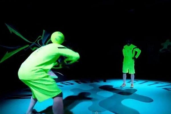 Freestyle Football: Κόλπα που... φωσφορίζουν στο σκοτάδι! (video)