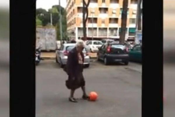 Freestyle Football: Γιαγιά... μπαλαδόρος! (video)